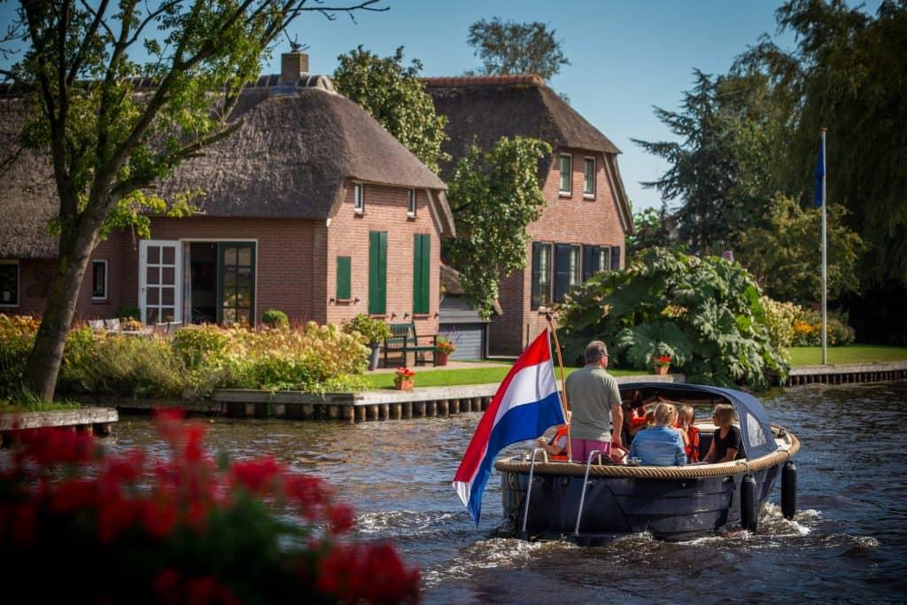 Rondvaart door Giethoorn - Fietswandelvakantie.nl